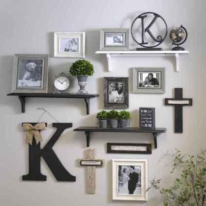 Beautiful gallery wall bedroom ideas (13)