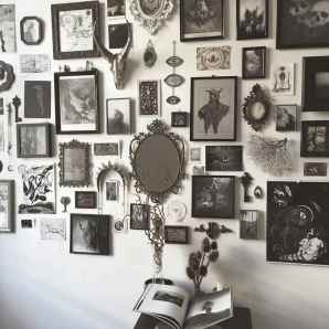 Beautiful gallery wall bedroom ideas (21)