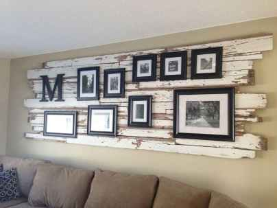 Beautiful gallery wall bedroom ideas (28)