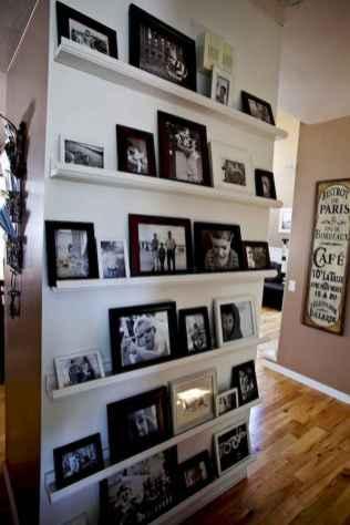 Beautiful gallery wall bedroom ideas (57)