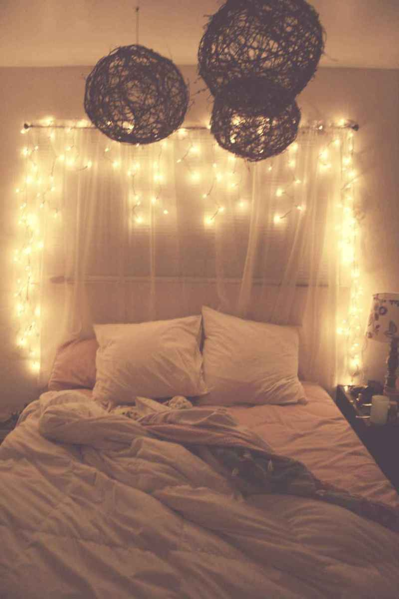 30+ diy apartment decorating christmas lights (29)