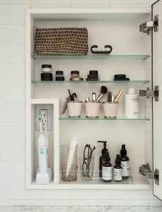 40 easy master bathroom organization ideas (9)