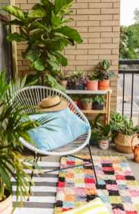 50 affordable small first apartment balcony decor ideas (20)