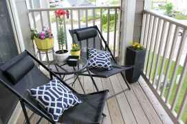 50 affordable small first apartment balcony decor ideas (21)