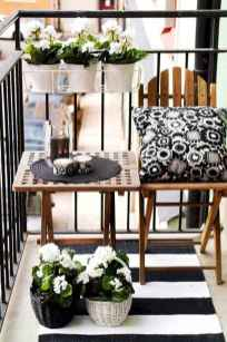 50 affordable small first apartment balcony decor ideas (32)