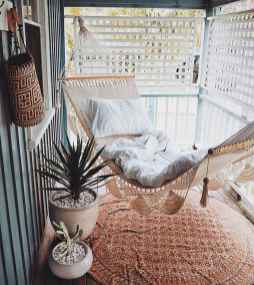 50 affordable small first apartment balcony decor ideas (34)