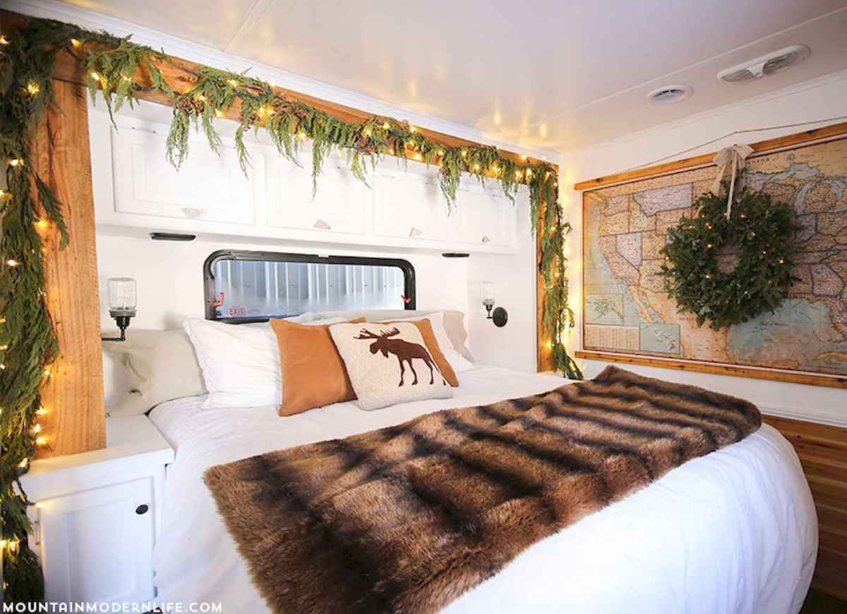 20 awesome rv campers christmas decorations ideas (12)