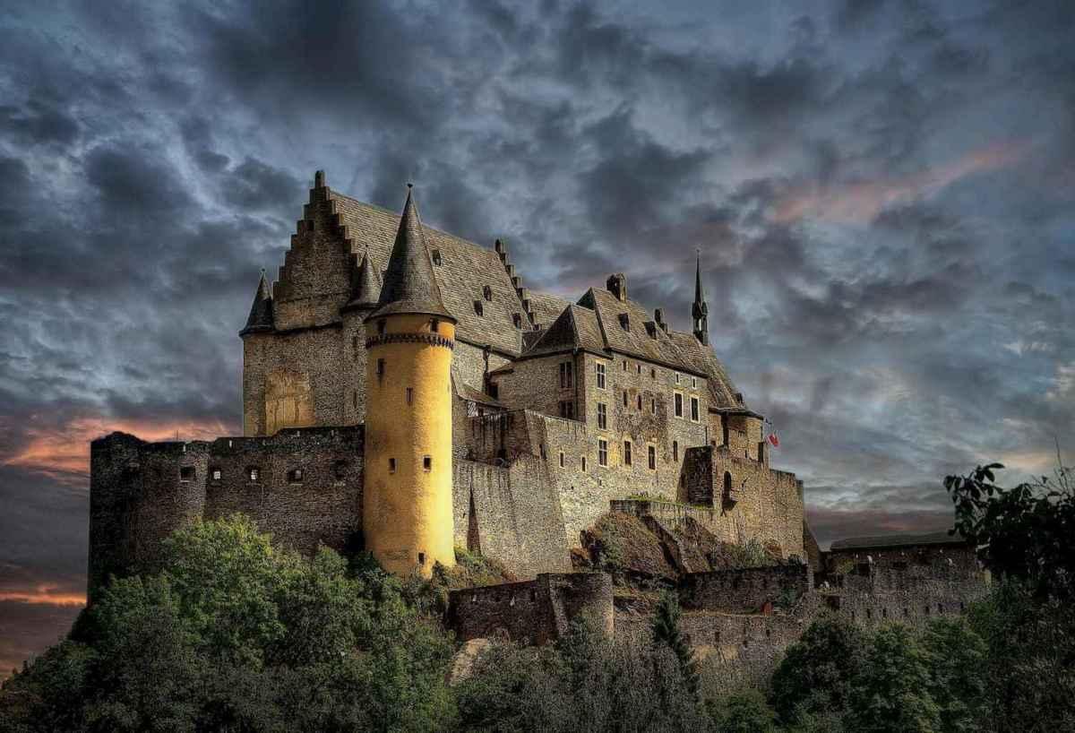 40 modern castle homes exterior landscaping (9)