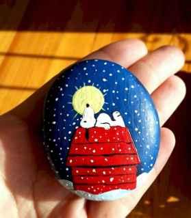 54 easy diy christmas painted rock ideas (36)