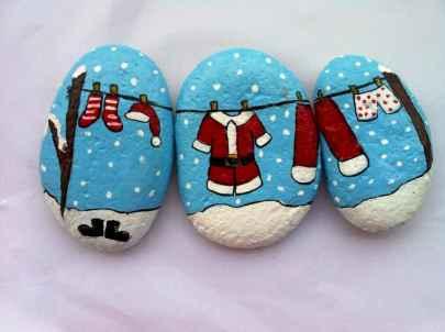 54 easy diy christmas painted rock ideas (4)
