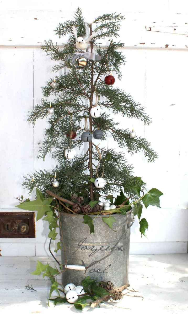 55 awesome christmas front porches decor ideas (10)