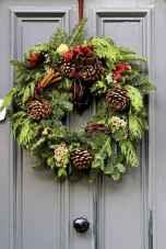45 outdoor pine cones christmas decorations ideas (25)
