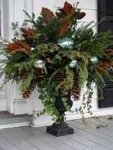 45 outdoor pine cones christmas decorations ideas (35)