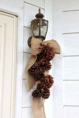 45 outdoor pine cones christmas decorations ideas (42)