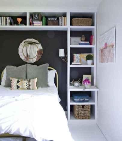 60 simply small master bedroom decor ideas (11)