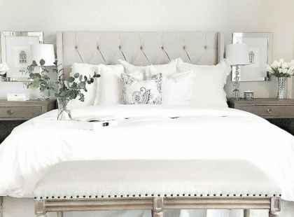 60 simply small master bedroom decor ideas (14)