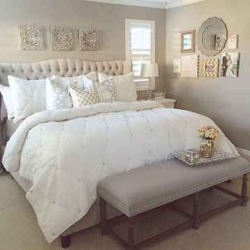 60 simply small master bedroom decor ideas (23)