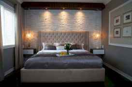 60 simply small master bedroom decor ideas (24)