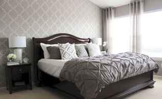 60 simply small master bedroom decor ideas (40)