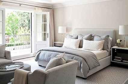 60 simply small master bedroom decor ideas (61)