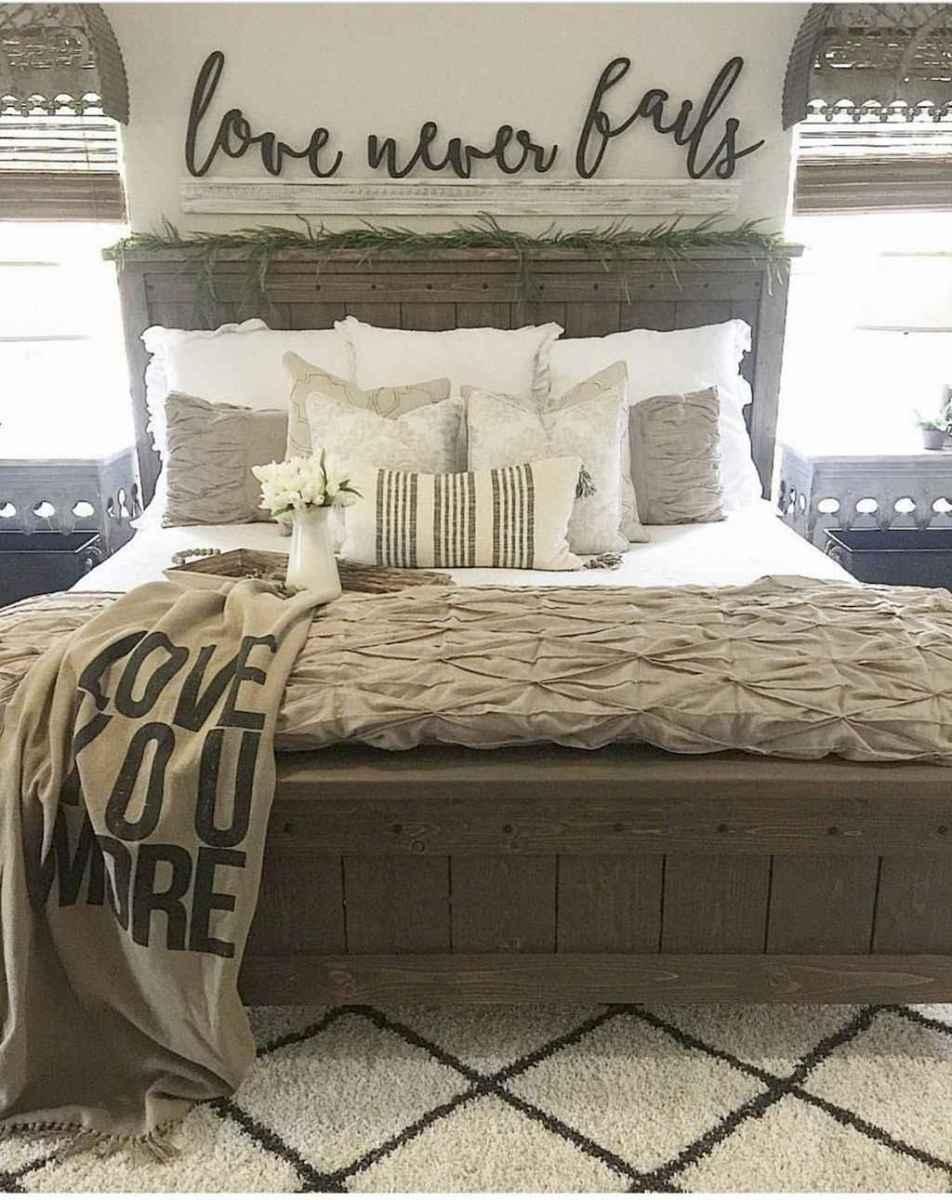 70 beautiful farmhouse master bedroom decor ideas (5)