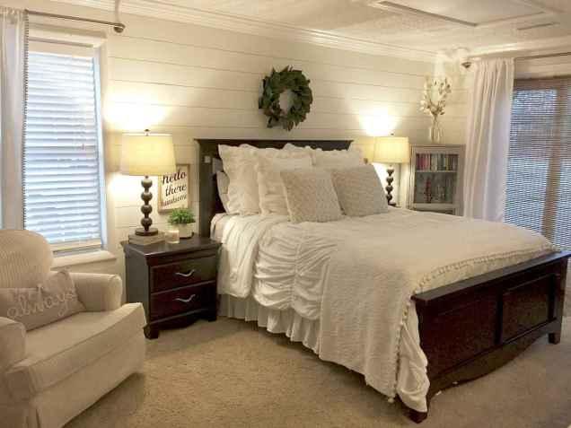 70 beautiful farmhouse master bedroom decor ideas (71)