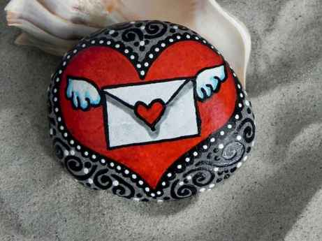 80 romantic valentine painted rocks ideas diy for girl (14)