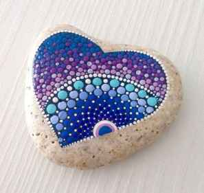 80 romantic valentine painted rocks ideas diy for girl (20)