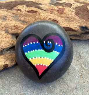 80 romantic valentine painted rocks ideas diy for girl (44)
