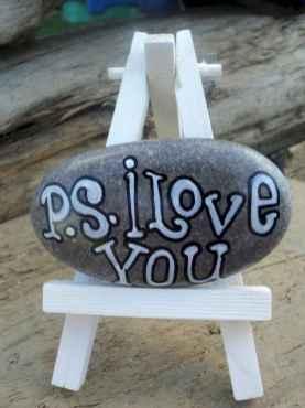 80 romantic valentine painted rocks ideas diy for girl (65)