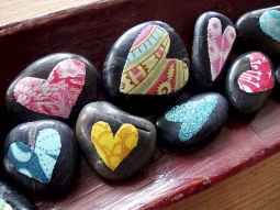 80 romantic valentine painted rocks ideas diy for girl (68)