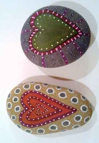 80 romantic valentine painted rocks ideas diy for girl (75)