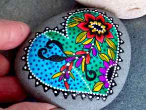 80 romantic valentine painted rocks ideas diy for girl (77)