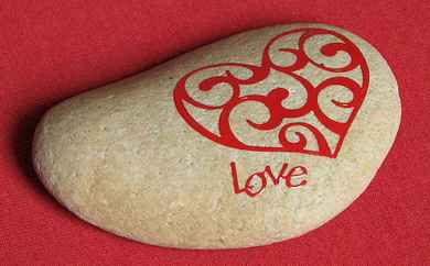 80 romantic valentine painted rocks ideas diy for girl (79)