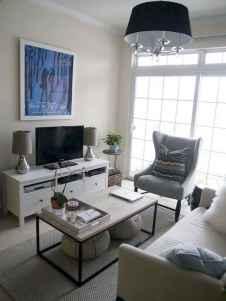 80 smart solution small apartment living room decor ideas (18)