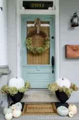 90 awesome front door farmhouse entrance decor ideas (21)