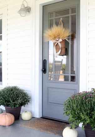90 awesome front door farmhouse entrance decor ideas (54)