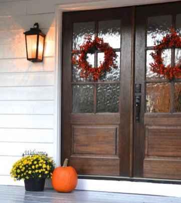 90 awesome front door farmhouse entrance decor ideas (87)