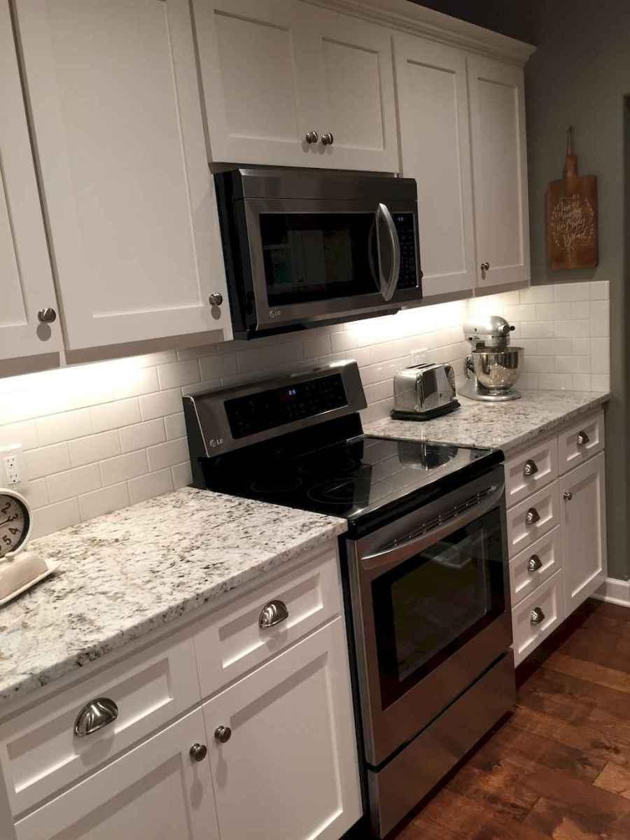 90 pretty farmhouse kitchen cabinet design ideas (19)