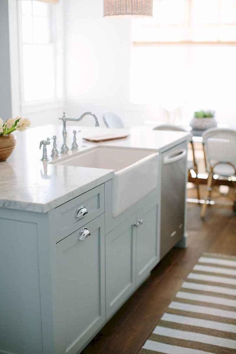 90 pretty farmhouse kitchen cabinet design ideas (32)