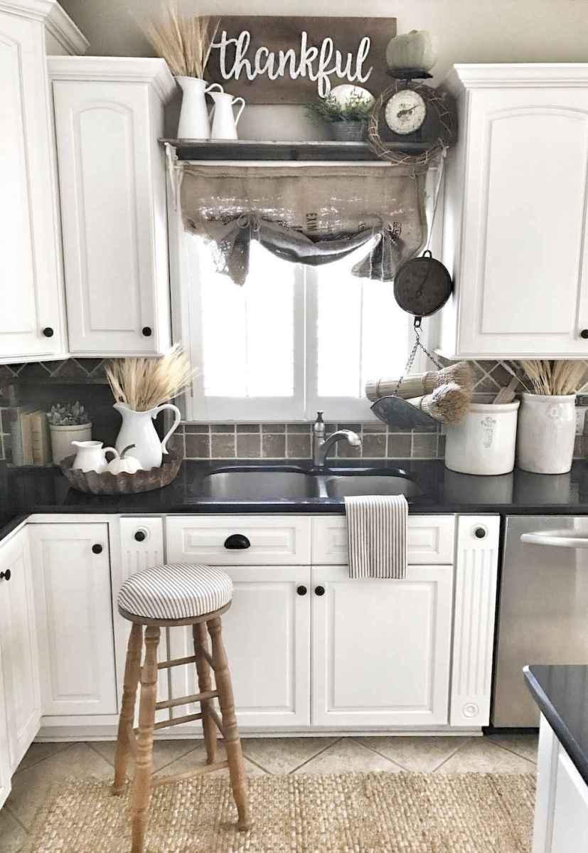 90 pretty farmhouse kitchen cabinet design ideas (43)