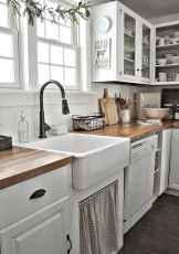90 pretty farmhouse kitchen cabinet design ideas (63)