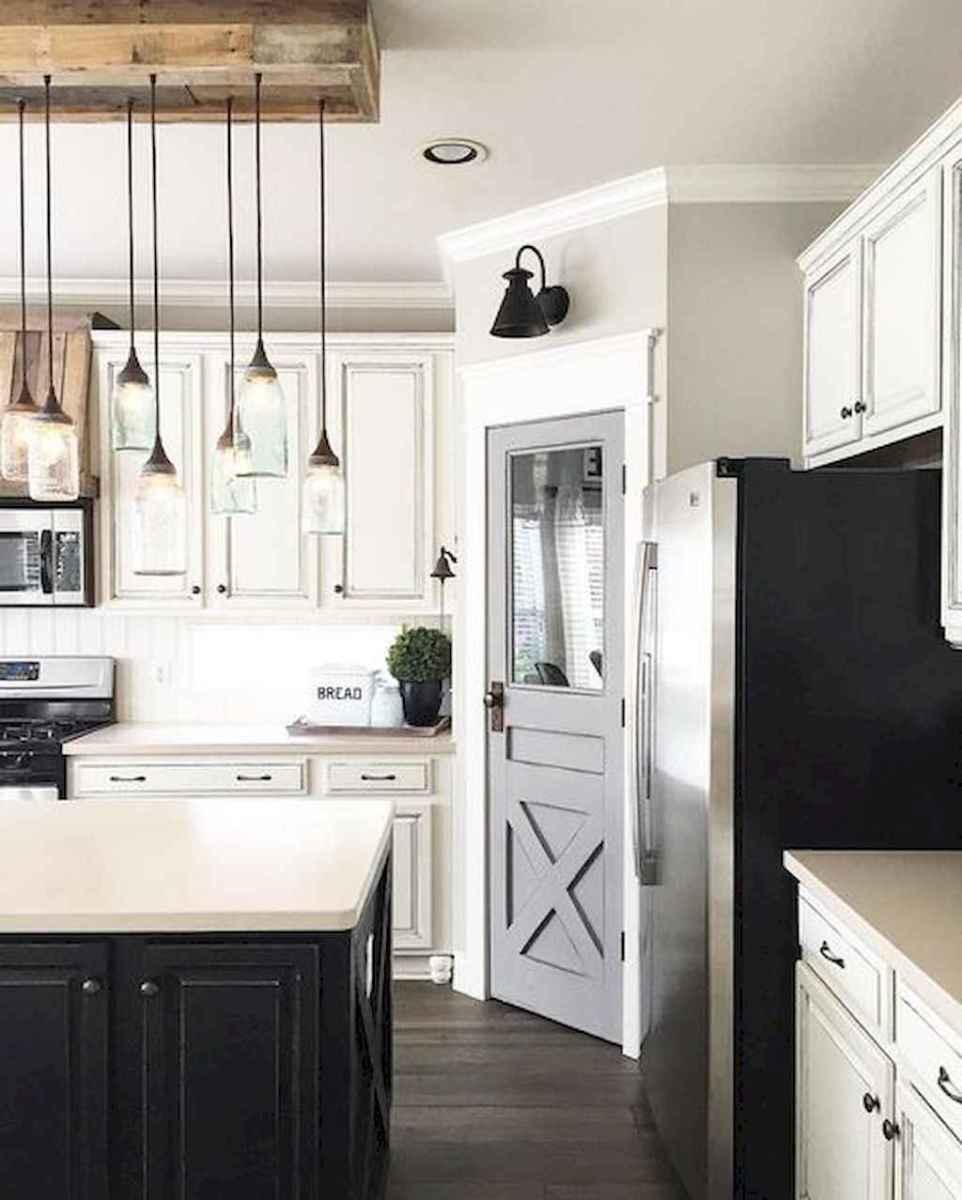 90 pretty farmhouse kitchen cabinet design ideas (73)