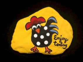 50 easy diy chicken painted rocks ideas (27)