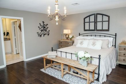 100 elegant farmhouse master bedroom decor ideas (5)