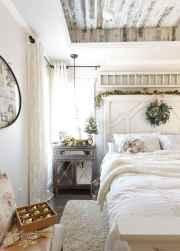 100 elegant farmhouse master bedroom decor ideas (52)