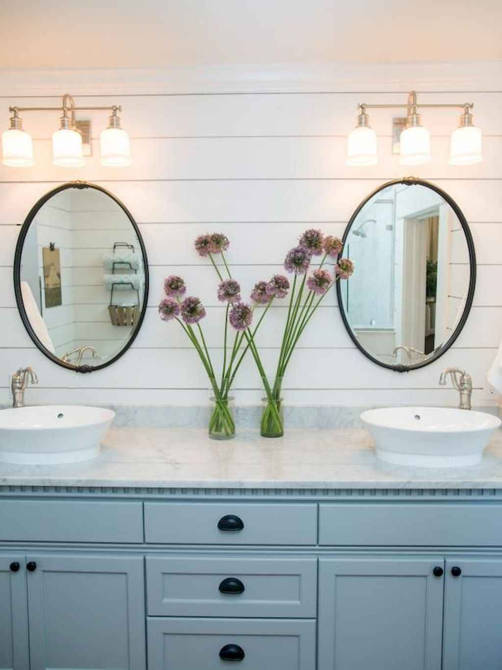 125 awesome farmhouse bathroom vanity remodel ideas (121)