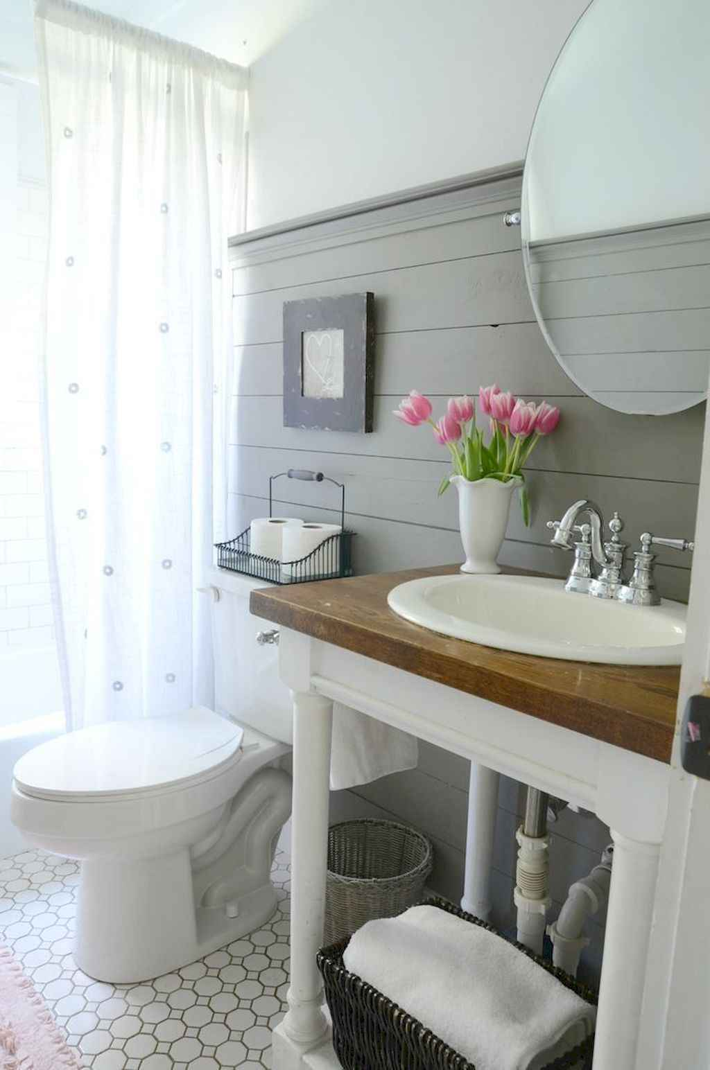 125 awesome farmhouse bathroom vanity remodel ideas (29)