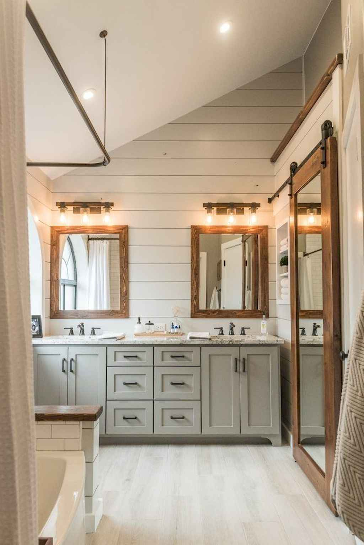 125 awesome farmhouse bathroom vanity remodel ideas (71)