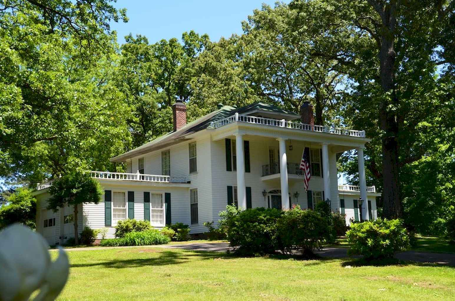 80 awesome plantation homes farmhouse design ideas (76)